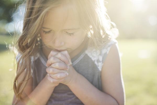 DC4K-Praying child
